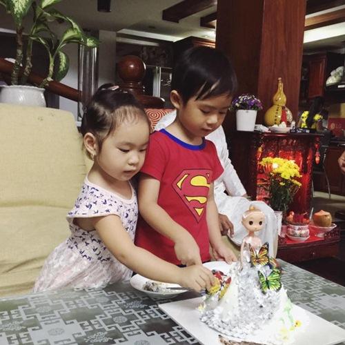 Con gái Lý Hải - Minh Hà cười khoái chí đón tuổi lên 3-7