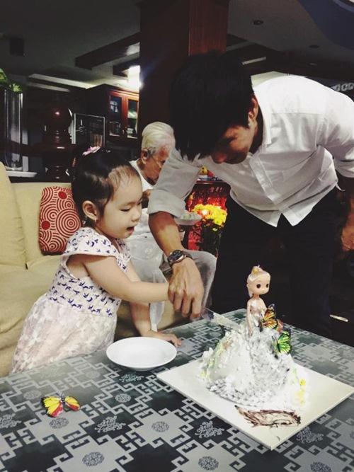 Con gái Lý Hải - Minh Hà cười khoái chí đón tuổi lên 3-4