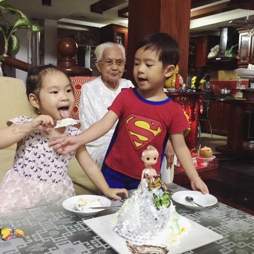 Con gái Lý Hải - Minh Hà cười khoái chí đón tuổi lên 3-6