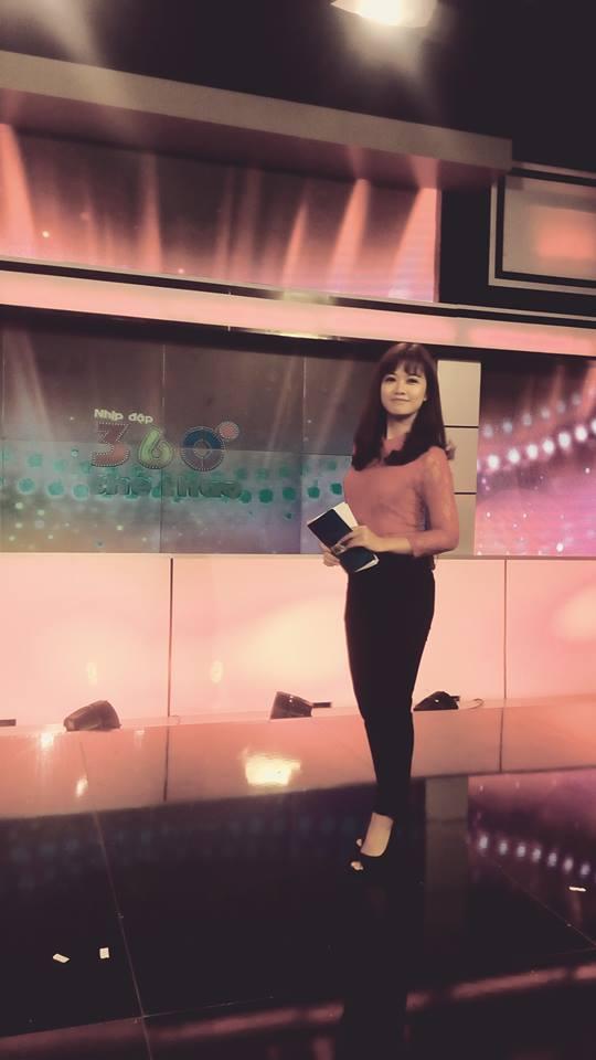 Nữ biên tập viên thể thao nổi nhất Việt Nam mặc gì khi lên sóng?-14
