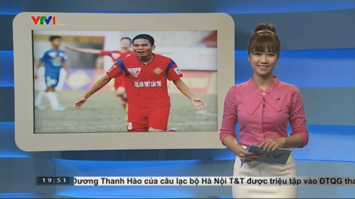 Nữ biên tập viên thể thao nổi nhất Việt Nam mặc gì khi lên sóng?-11