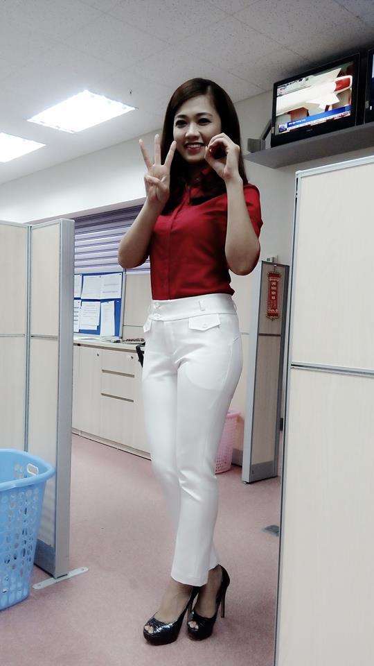 Nữ biên tập viên thể thao nổi nhất Việt Nam mặc gì khi lên sóng?-10
