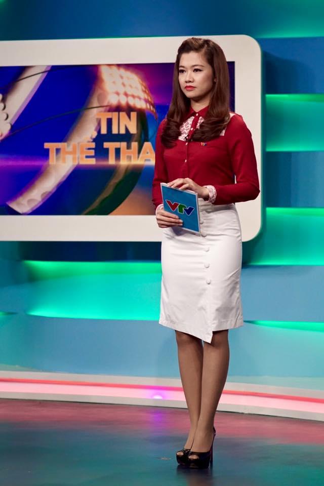 Nữ biên tập viên thể thao nổi nhất Việt Nam mặc gì khi lên sóng?-6