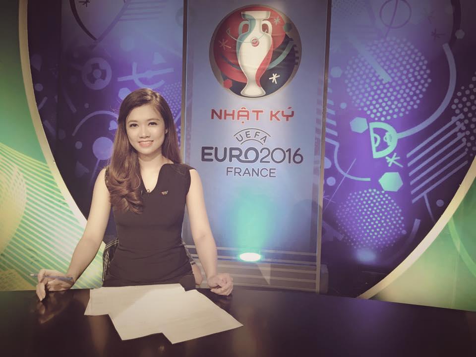 Nữ biên tập viên thể thao nổi nhất Việt Nam mặc gì khi lên sóng?-2