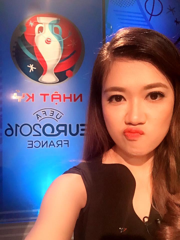 Nữ biên tập viên thể thao nổi nhất Việt Nam mặc gì khi lên sóng?-1