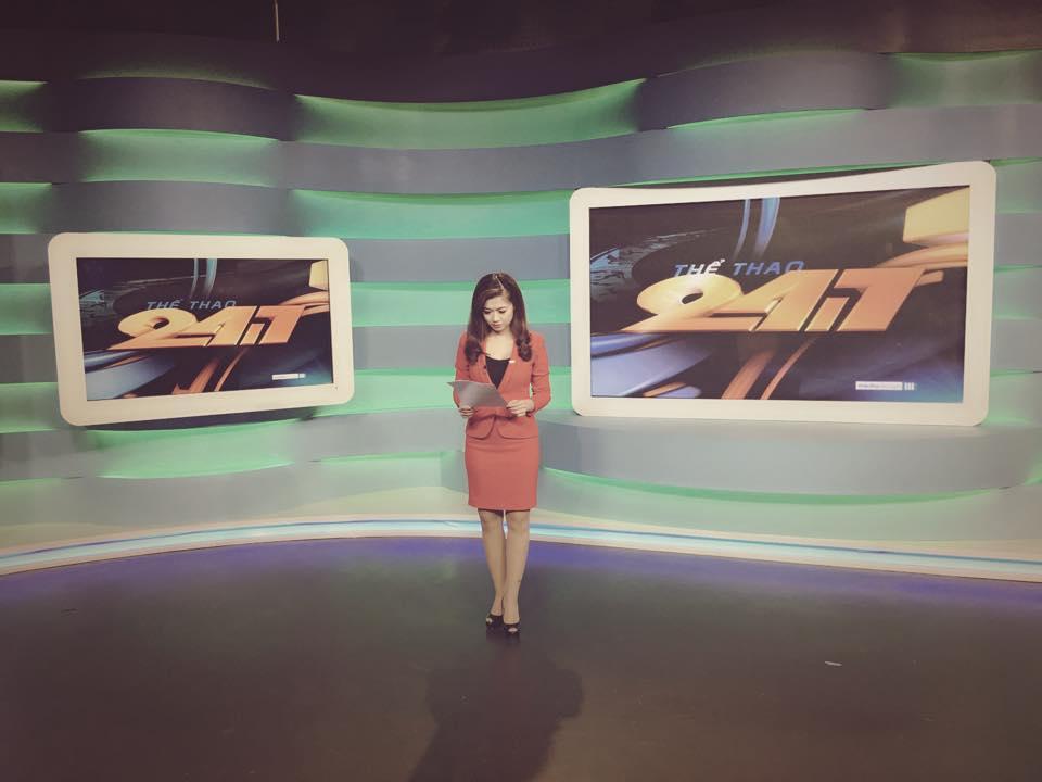 Nữ biên tập viên thể thao nổi nhất Việt Nam mặc gì khi lên sóng?-15