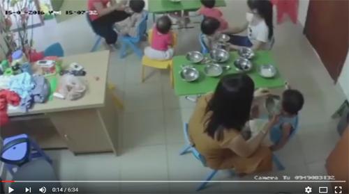 Phẫn nộ cô giáo nhồi ăn, tát liên tiếp vào mặt bé trai 3 tuổi-1