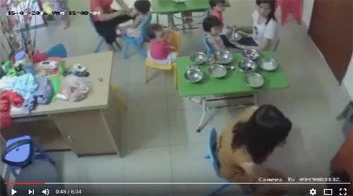 Phẫn nộ cô giáo nhồi ăn, tát liên tiếp vào mặt bé trai 3 tuổi-2