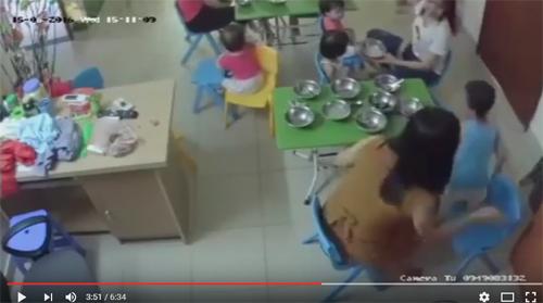 Phẫn nộ cô giáo nhồi ăn, tát liên tiếp vào mặt bé trai 3 tuổi-3