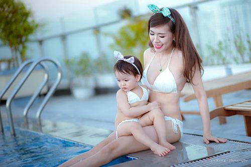 hotgirl 9x dien bikini doi cung con gai, khoe eo 60cm be xiu - 3