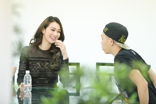 Khánh My mặc siêu gợi cảm đi ghi hình gameshow hài-9