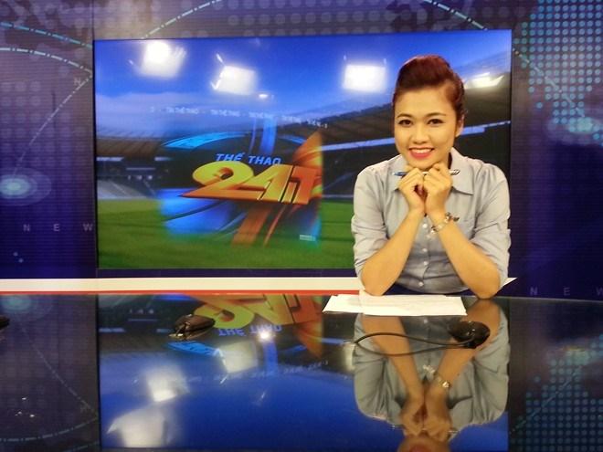 Nữ biên tập viên thể thao nổi nhất Việt Nam mặc gì khi lên sóng?-7