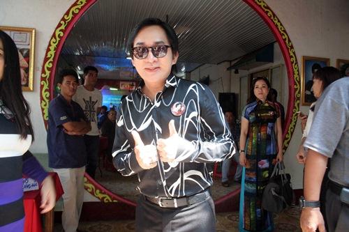 Phi Nhung, Phan Hiển - Khánh Thi giản dị đến dự đám giỗ NSND Phùng Há-10