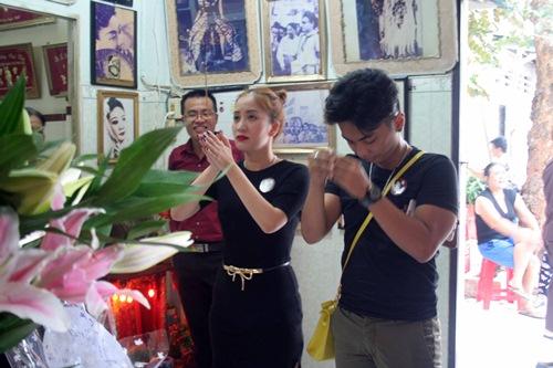 Phi Nhung, Phan Hiển - Khánh Thi giản dị đến dự đám giỗ NSND Phùng Há-3
