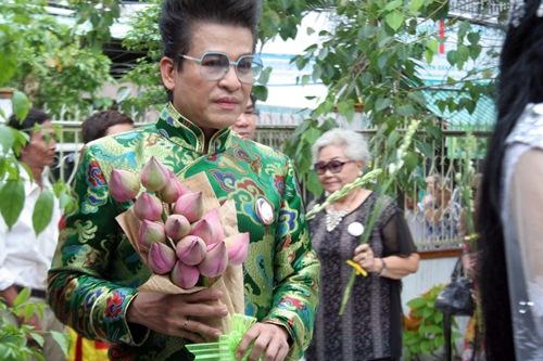 Phi Nhung, Phan Hiển - Khánh Thi giản dị đến dự đám giỗ NSND Phùng Há-4