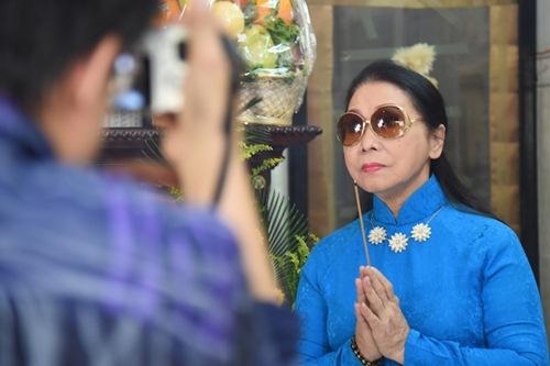 Phi Nhung, Phan Hiển - Khánh Thi giản dị đến dự đám giỗ NSND Phùng Há-9