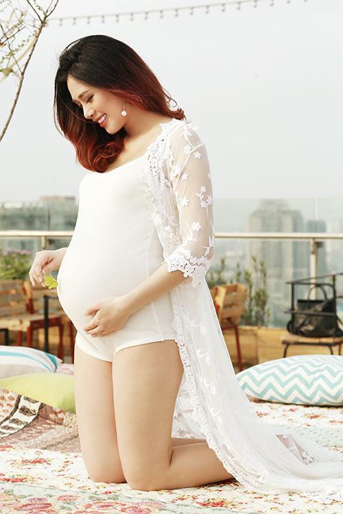Á khôi Hà Min bầu 9 tháng được chồng chiều hết mực-4