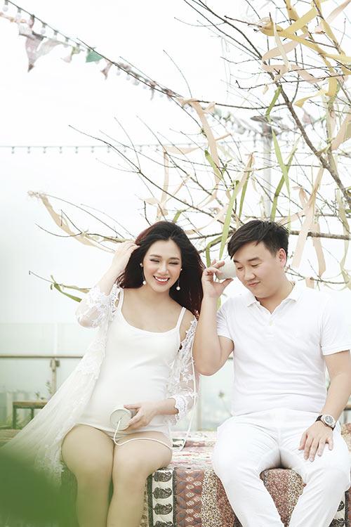 Á khôi Hà Min bầu 9 tháng được chồng chiều hết mực-7