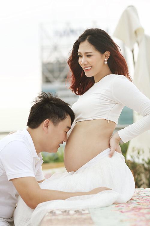 Á khôi Hà Min bầu 9 tháng được chồng chiều hết mực-10