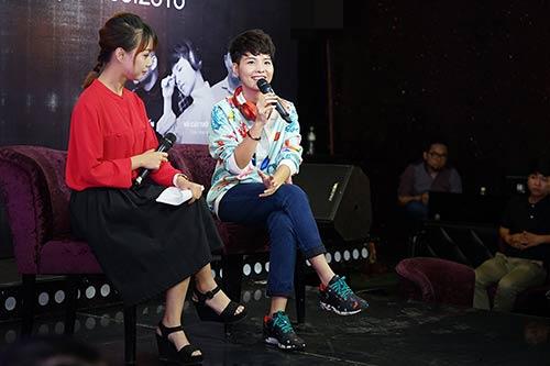 """fan nu ha noi lao len san khau """"quay"""" cung vu cat tuong - 1"""