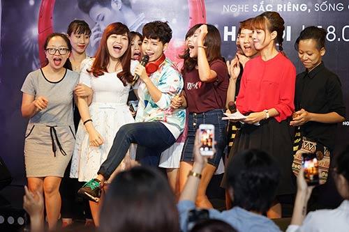 """fan nu ha noi lao len san khau """"quay"""" cung vu cat tuong - 5"""