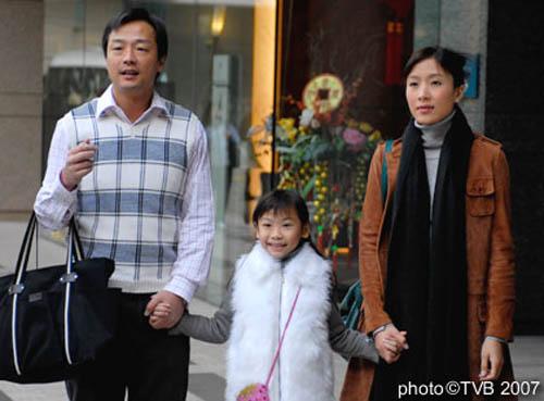 4 ông bố khéo chăm con chẳng thua các mẹ trong phim TVB-5