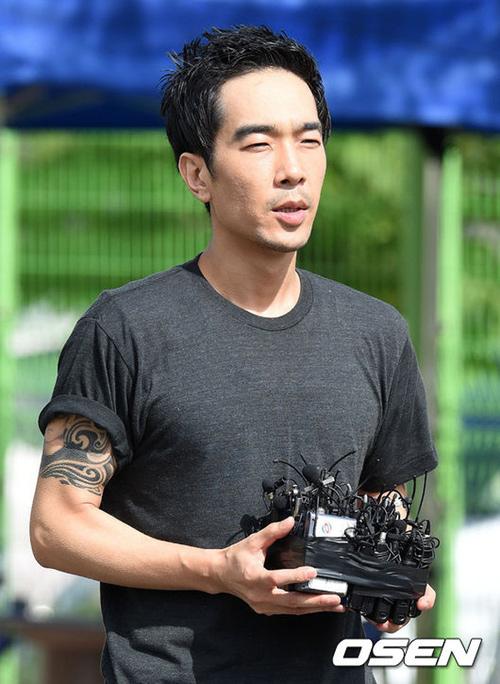 "3 sao nam han ""tieu tan"" su nghiep vi xam hai tinh duc - 5"
