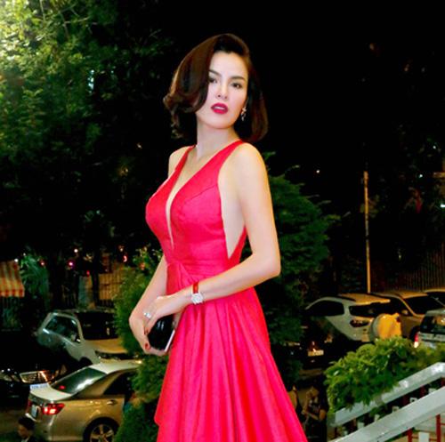 a hau phuong le mac dam hong khoe lan da lang min - 1