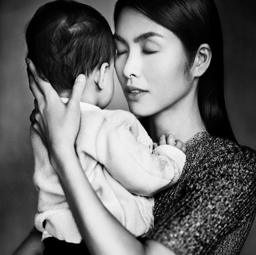 Ông xã Hà Tăng bế con trai thu hút 'vạn người mê' trên mạng xã hội-3