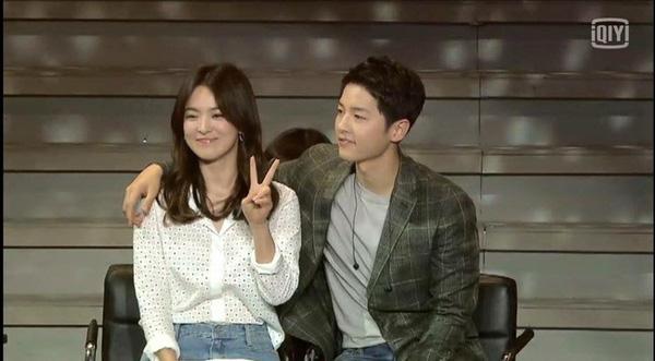 showbiz 24/7: song joong ki thue may bay rieng cho song hye kyo - 2