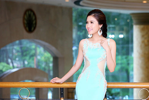 a hau bien khanh phuong goi cam voi vong ba 95cm - 4