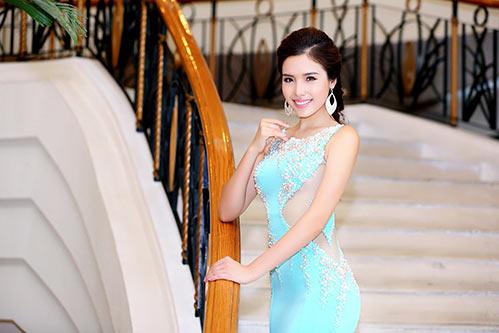 a hau bien khanh phuong goi cam voi vong ba 95cm - 9