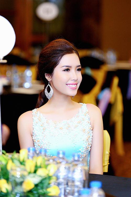 a hau bien khanh phuong goi cam voi vong ba 95cm - 10