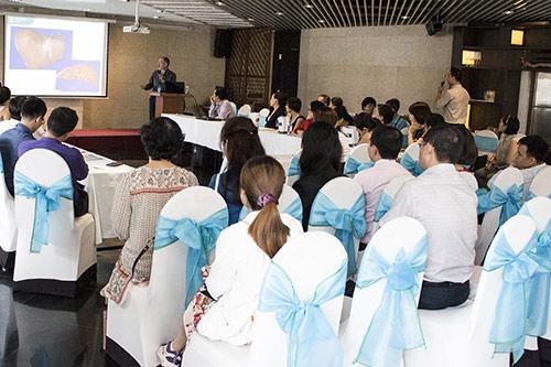 bac si tay ban ve ung thu gan va phong trao thai doc cua nguoi viet - 1