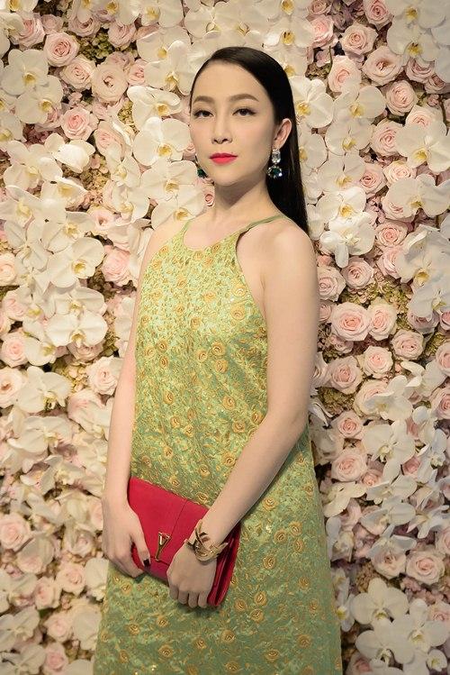 angela phuong trinh kin dao doi lap toc tien sexy tai su kien - 14