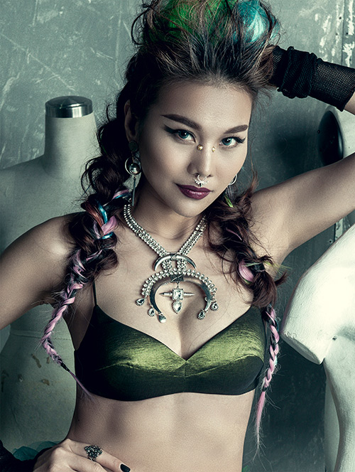 "giam khao next top cam bua the hien ""quyen luc"" - 1"