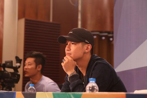suc khoe khong on, cuong seven van vua uong thuoc vua cham thi - 3