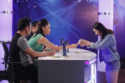 vietnam idol tap 5: nu giam doc tre chinh phuc ca 3 giam khao - 13