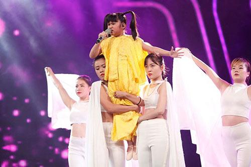 ho van cuong ap dao binh chon tai vietnam idol kids du hat nac - 9