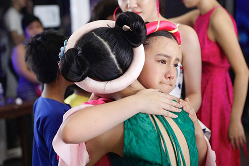 ho van cuong ap dao binh chon tai vietnam idol kids du hat nac - 11