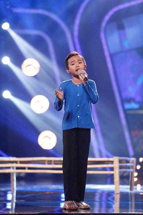 ho van cuong ap dao binh chon tai vietnam idol kids du hat nac - 3