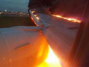 Tin tức - Máy bay Singapore bốc cháy dữ dội khi hạ cánh khẩn cấp
