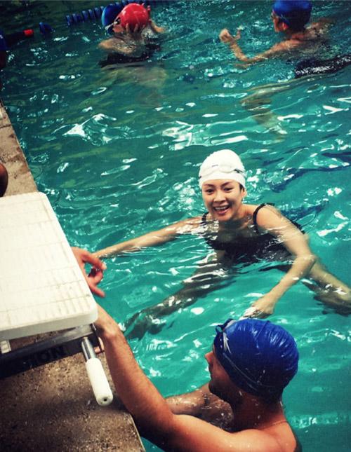 showbiz 24/7: chuong tu di dien bikini khoe dang sau 6 thang sinh con - 3