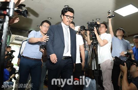 """Ngôi sao 24/7: Fan """"khoái"""" cách đáp trả tin ly hôn của Triệu Vy-3"""