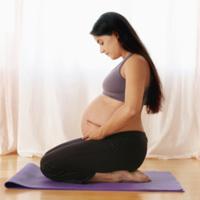 Video: Tập yoga giải trí cho bà bầu mới mang thai