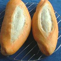Để bánh mì giòn và giữ được lâu hơn