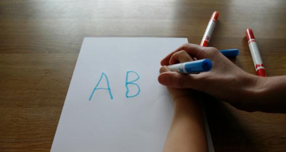 Mách nhỏ mẹ cách hay dạy bé tập viết - 1