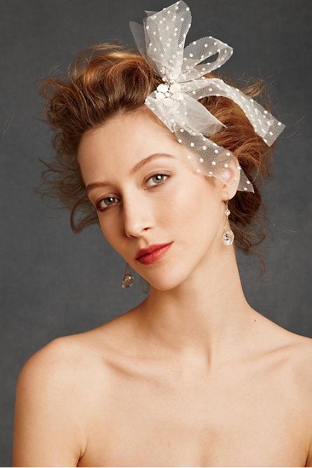 Hoa cài tóc cho cô dâu lãng mạn - 7