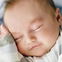 Khi bé sơ sinh ngủ ít, ngủ chập chờn