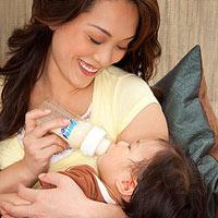 8 điều chị em nên biết khi cho trẻ bú bình